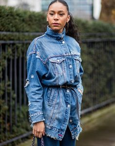Japanese Fashion Jean Jacket Outfits Belted like a Shirt September Outfits, February, 60 Fashion, Style Fashion, Fashion Fall, Fashion Styles, Fashion Ideas, Fashion Trends, Black Jeans Outfit