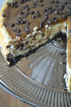 recipe to prepare Salted Caramel Chocolate Chip Cheesecake Salted Caramel Chocolate, Chocolate Caramels, Just Desserts, Delicious Desserts, Yummy Food, Cheesecake Recipes, Dessert Recipes, Coconut Cheesecake, Chocolate Chip Cheesecake