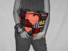 Schöne, trendige Tasche im Ethno Patchwork-Stil. Die verschiedenen Stoffe wurden alle aufwendig per Hand bestickt.