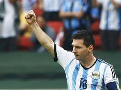 Com dois gols, Messi comandou a vitória da Argentina sobre a Nigéria, em Porto Alegre.