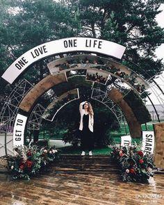 20 creative wedding backdrop you'll love it 19 - Beauty of Wedding Ceremony Backdrop, Ceremony Decorations, Backdrop Event, Backdrop Wedding, Garden Decorations, Event Themes, Event Decor, Christmas Wedding Themes, Photo Zone