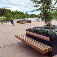 The Hug a Tub configurations remain mobile, making temporary layout variations possible. They are a highly attractive option for councils looking to equip empty squares or concrete decks with green recreational areas. Landscape Elements, Contemporary Landscape, Landscape Architecture, Landscape Design, Garden Design, Urban Planters, Tree Planters, Landscaping With Rocks, Backyard Landscaping