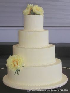 love the simplicity of the design of this cake from Creme de la Creme