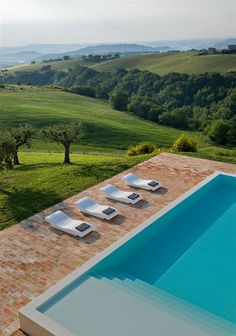 Intriguing Farmhouse Home Conversion for Modern Living Space: Stunning View Elegant Old Farmhouse Exterior Blue Swimming Pool Exterior, Cool Pools, Pool Landscaping, Pool Designs, Oh The Places You'll Go, Belle Photo, Dream Vacations, Beautiful Places, Beautiful Pools