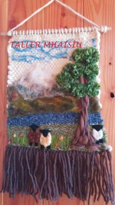 Trabajo rebeca Taller Mhaisiu decoraciones Weaving Textiles, Weaving Art, Loom Weaving, Tapestry Weaving, Felted Wool Crafts, Yarn Crafts, Hobbies And Crafts, Arts And Crafts, Tear