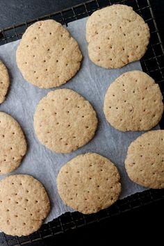 Grove polarbrød på 1-2-3 - LINDASTUHAUG Scones, Food And Drink, Cookies, Baking, Desserts, Crack Crackers, Tailgate Desserts, Deserts, Biscuits