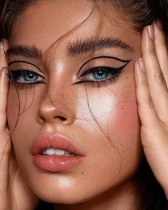 7 tips for eye make-up We learned that we 7 Tipps für das Augen-Make-up Wir haben gelernt, dass wir so viele Komplimente … 7 Tips for Eye Makeup We learned that we got so many compliments - Dramatic Eye Makeup, Dramatic Eyes, Eye Makeup Tips, Makeup Hacks, Makeup Ideas, Makeup Products, Makeup Monolid, Base Makeup, Eyeliner Makeup