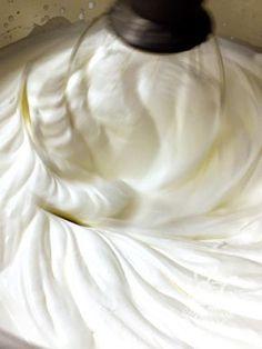 Crema diplomatica - Creme e glasse Sweet Desserts, Just Desserts, Sweet Recipes, Dessert Recipes, Torte Cake, Cake & Co, Latte, Mousse Dessert, Pastry Cake