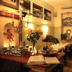 Senhor Vinho   STADTBEKANNT   Das Wiener Online Magazin Wiener, Restaurants, Table Settings, Table Decorations, Furniture, Home Decor, Wine, Diners, Homemade Home Decor