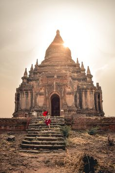 With its incredible more than 2200 ancient religious temples and stupas, there is no other place in the World like Bagan in Myanmar. Explore with me the 10 best Bagan temples, so you do not need to wander around for days to discover its best beauties. Myanmar Travel, Asia Travel, Bagan, Best Places To Travel, Cool Places To Visit, Shwedagon Pagoda, Buddha Temple, Balloon Flights, Monument Valley