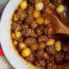 Kjøttboller med sjalottløk og sursøt tomatsaus - oppskrift / Et kjøkken i Istanbul Good Food, Yummy Food, Recipe Boards, Keto, Lchf, Istanbul, Chana Masala, Tapas, Food Porn