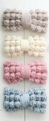 Pattern for these cute crochet bobble stitch bows. Chunky Crochet, Cute Crochet, Crochet Baby, Knit Crochet, Stitch Head, Bobble Stitch, Crochet Hair Bows, Crochet Hair Styles, Crochet Stitches