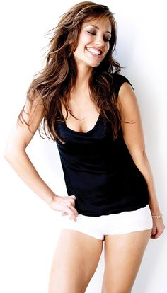 Minka Kelly's treadmill workout: 1 minute at 5.0, 1 minute at 5.5, 1 minute at 6.0, 1 minute at 6.5, 1 minute at 7.0, 1 minute at 7.5, 1 minute at 8.0, 2 minutes at 4.5 Repeat five times.