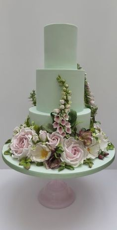 a green cake Elegant Wedding Cakes, Elegant Cakes, Beautiful Wedding Cakes, Gorgeous Cakes, Wedding Cake Designs, Pretty Cakes, Amazing Cakes, Bolo Floral, Floral Cake