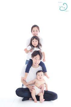 スタジオオリガミ 神奈川県横浜市都筑区中川中央1-1-6ヨツバコ2F 045-507-7322 Newborn Photos, Baby Photos, Family Photos, Japanese Babies, Family Potrait, Kid Poses, Baby Art, Family Posing, Big Family
