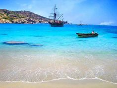 Cyclades, the beautiful islands of your ideal summer vacation in Greece Mykonos, Santorini, Oh The Places You'll Go, Places To Travel, Places To Visit, Paros, Cinque Terre, Amalfi, Marrakech