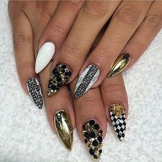 gold black nails