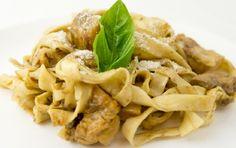 Κοτόπουλο κρασάτο με ταλιατέλες και σάλτσα λεμονιού. Μια συνταγή για ένα νόστιμο, ελαφρύ και εύκολο φαγητό για όλη την οικογένεια. 2 στήθη κοτόπουλου ή 6 κ