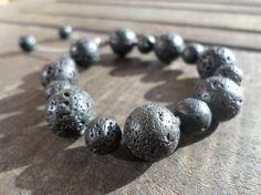 Bracelet en perles de différentes tailles de pierre de lave par LILI-M - LILI-M lithothérapie - valenteens