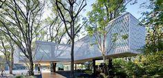 """Huaxin Business Center - Armonia tra natura e uomo """"Non possiamo aspettarci risposte positive dalla natura finché non cominciamo a rispettarla. L'architettura del 21esimo secolo non deve solo rispondere ai bisogni dell'essere umano, ma anche agire co #alberi #ambiente #atmosfera #natura #veg"""