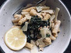 Grönkålspasta på 15 minuter | Anja Forsnor Parmesan, Feta, Dairy, Cheese