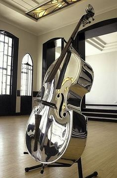 Can't tell if it's a Bass or Cello (because I can't see the strings well enough -one has the other has but it's silver/chrome -shiny- and this, Suzy loves it! Sound Of Music, Music Is Life, My Music, Cello Music, Jazz Music, Mundo Musical, Double Bass, Music Lovers, Music Stuff