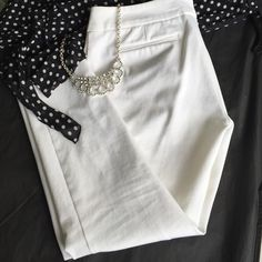 """❤️white pants❤️ ❤️White Cynthia Rowley pants.❤️60% cotton, 34% polyester and 6% spandex / elasthanne. Machine wash cold. Easy care.  Inseam 25"""" this is a size 6. Zipper front with 2 secure clasps at top of zip. Front faux pockets and back slit faux pockets as well. Pants sit on hips.  Stretchy narrow legs.  Measurements:  inseam 25"""".  They sit on the hips 32""""; depending how much your bottom fills them in.  free. ✖️no trades. ✔️Offers welcome Cynthia Rowley Pants Ankle & Cropped"""