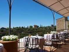 Restaurant La Bastide de Gordes - fantastic view over the Luberon! French Restaurants, Provence, Patio, Outdoor Decor, Home Decor, France, Decoration Home, Terrace, Room Decor