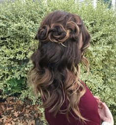 23 Cute Prom Hairstyles for 2019 – Updos, Braids, Half Ups & Down Dos – Style My Hairs - All For New Hairstyles Cute Hairstyles Updos, Cute Hairstyles For Medium Hair, Formal Hairstyles, Headband Hairstyles, Prom Hair Updo, Homecoming Hairstyles, Minions, Cute Hairstyles Shoulder Length, Types Of Fade Haircut