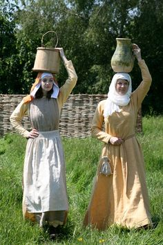 Clothing based on Lutrell psalter images, beginning of the 14th century.