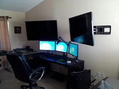 Fantastic and Cool Gaming Desk Setup. Gaming desk setup material selection is mandatory that you should consider as it relates to the strength of the table and the durability of accommodat. Computer Desk Setup, Computer Workstation, Office Workstations, Pc Desk, Gaming Setup, Computer Rooms, Gaming Computer, Office Setup, Pc Setup