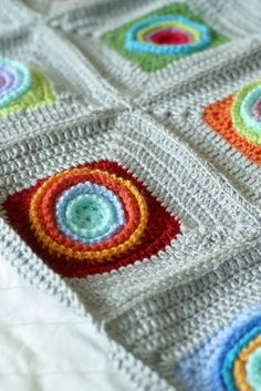 Wheels within wheels blanket. The originale pattern is here http://www.ravelry.com/patterns/library/wheels-within-wheels-2  Translated in German here http://daisysdasein.blogspot.ch/2012/08/grannyliesel-hakelei-granny-squares.html