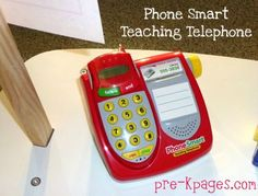 Ways you can use the Teaching Telephone by Learning Resources to enhance learning in your dramatic play center PLUS a free printable.  Click picture to watch video. via www.pre-kpages.com/dramatic-play-teaching-telephone-printable/ #preschool #dramaticplay #ece #play