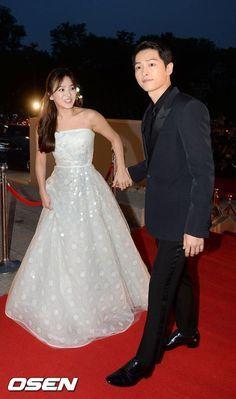 160603 Song Joong Ki and Song Hye Kyo at JTBC 52nd Baeksang Arts Award