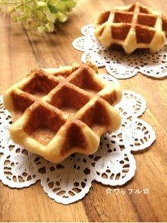 ◯栄養士さんのレシピ 半量で4個(5個にすると小さい) ワッフルシュガー(15g)で試した texture is like bread dough. A little too dense mayby? Don't have much crispness in the middle Sweets Recipes, Fun Desserts, Waffles, Pancakes, Waffle Bar, Japanese Food, Japanese Recipes, Scones, Baked Goods