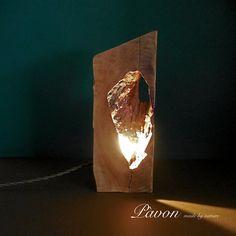 Lampada fatta a mano in legno di pero. N. 008 di PavonMadeByNature
