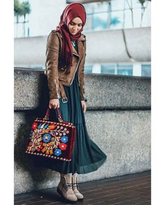 Ideas to Style Skirts with Hijab Differently This Winter! Islamic Fashion, Muslim Fashion, Modest Fashion, Skirt Fashion, Hijab Fashion, Fashion Outfits, Womens Fashion, Hijab Style Dress, Hijab Outfit