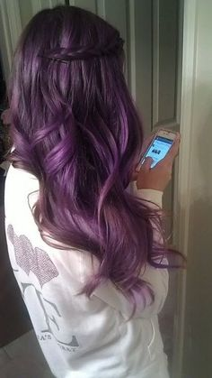Dye your hair simple & easy to bright purple hair color - temporarily use vivid purple hair dye to achieve brilliant results! DIY your hair imperial purple with hair chalk Love Hair, Gorgeous Hair, Amazing Hair, Curls Haircut, Weave Hairstyles, Pretty Hairstyles, Easy Hairstyle, Hairstyle Pictures, Latest Hairstyles