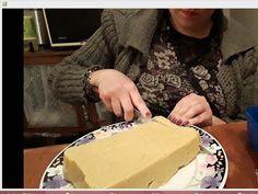 (3) QUESO DE GARBANZO SIN LEVADURA (COMIDA VEGANA) - YouTube Baked Camembert, Vegan Recipes, Cooking Recipes, Arabic Food, Cheesecake, Veggies, Keto, Make It Yourself, Baking