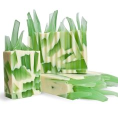 DIY Blades of Grass Gridiron Soap Making Kit: super fun handmade soap for the summer. The convenient kit makes it so easy to make for yourself!
