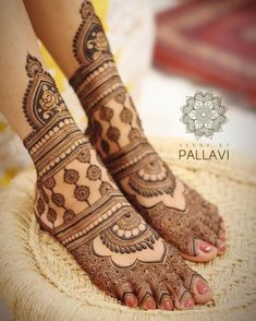 Explore latest Mehndi Designs images in 2019 on Happy Shappy. Mehendi design is also known as the heena design or henna patterns worldwide. We are here with the best mehndi designs images from worldwide. Dulhan Mehndi Designs, Mehandi Designs, Legs Mehndi Design, Mehndi Designs For Girls, Modern Mehndi Designs, Mehndi Design Pictures, Beautiful Mehndi Design, Mehndi Designs For Hands, Tattoo Designs