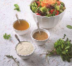 Η κλασική πράσινη σαλάτα αποκτάει ακόμη πιο νόστιμη γεύση αν περιχύνουμε με μια ξεχωριστή βινεγκρέτ, όπως αυτές οι 3. Εξωτική, γιαουρτένια και εσπεριδοειδής, ετοιμάστε τις όλες και θα τις λατρέψετε. The Kitchen Food Network, Eat The Rainbow, Food Decoration, Salad Bar, Aesthetic Food, Greek Recipes, Summer Salads, Soul Food, Food Network Recipes