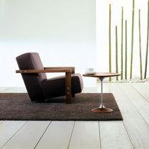 Fauteuil contemporain / en bois massif / en cuir