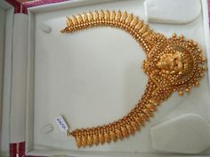 Gold With Silver Rings Code: 1583278984 Gold Temple Jewellery, Gold Wedding Jewelry, Gold Jewellery Design, Gold Jewelry, Bridal Jewelry, Quartz Jewelry, Gold Necklace, Jewelry Patterns, Kerala Jewellery