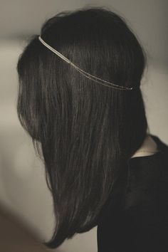 Absolutely beautiful. I would love this, paired with a very simple hairstyle. <3! // Silver  Headband