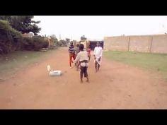 Un enfant africain commence à danser dans la rue Ce qui se passe après est inattendu! - YouTube