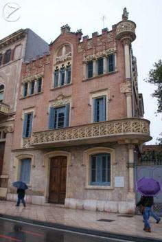 La Casa Rull és un edifici modernista de l'arquitecte Lluís Domènech i Muntaner de la ciutat de Reus, Baix Camp. L'edifici es troba situat al carrer de Sant Joan número 27 de Reus i actualment és propietat de l'Ajuntament de Reus, tenint-hi la seu l'Institut Municipal d'Acció Cultural de Reus. Autor: Josep Forns. Lloc: Reus