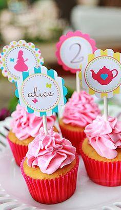 Alice in Wonderland inspired cupcakes
