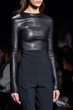106 details photos of Narciso Rodriguez at New York Fashion Week Fall 2015. Black long sleeve leather top runway fashion