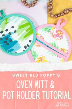 Learn How to Sew Adorable Oven Mitts and Pot Holders With This Easy-to-Use Sewing Pattern and Step-by-Step Tutorial! Sewing Blogs, Sewing Patterns Free, Sewing Hacks, Pattern Sewing, Cricut Tutorials, Sewing Tutorials, Poppy Craft, Sewing Projects For Beginners, Learn To Sew